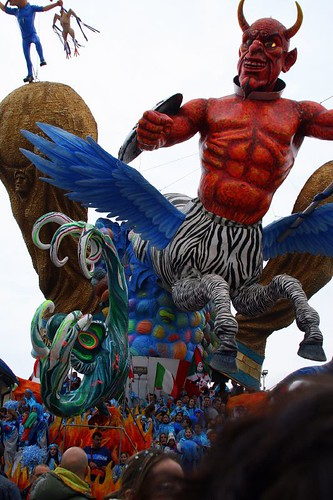 Flying Devil Zebra float with Muchian Side Figures