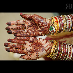The Art of Mehndi (Rajesh-Rajan) Tags: red canon design hand oman muscat mehndi canon1ds rajeshburman travelerphotos