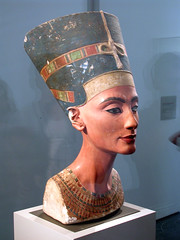 Egyptian Museum - Bust of Queen Nefertiti (*Checco*) Tags: city berlin museum germany island deutschland europa europe egypt queen altesmuseum museo regina egitto nefertiti germania citt museumsinsel berlino egyptianmuseum museoegizio gyptschesmuseum