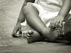 limos sa bata (alms to a child) (jobarracuda) Tags: poverty street lumix child beggar giving streetchildren alms streetkid fz50 dirtyfeet panasoniclumix dmcfz50 jobarracuda feetlimos flickristasindios