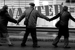 Qualcuno propone le taglie... (Man in a bowler hat (Epzibah)...) Tags: people italy milan italia gente milano crowd marcia persone scala piazza della manifestazione catena umana criminalit