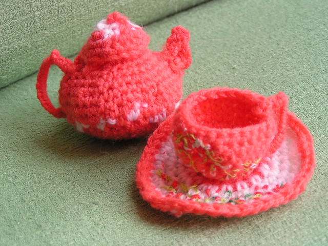 Craftdrawer Crafts: Crochet Tea Cup Pin Cushion Pattern - Free Pin