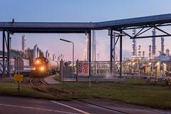 2016.12.09_11957_Botlek Theemsweg_DBC_6441 (rcbrug) Tags: lyondel theemsweg dbc 6441 ketelwagens sunset zonsondergang blauestunde botlek