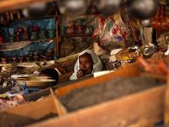 Woman at Asmara market, Eritrea (Eric Lafforgue) Tags: africa eritrea eastafrica aoi eritreo erytrea erythre eritreia  ericlafforgue ertra    eritre eritreja eritria wwwericlafforguecom  rythre africaorientaleitaliana     eritre eritrja  eritreya  erythraa erytreja