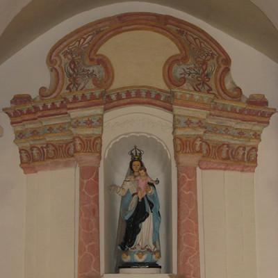 聖母雪地殿教堂祭台後的聖像