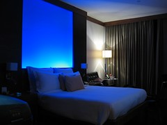 Blue mood at Le Meridien, New Delhi, India (Pat+) Tags: lighting india mood delhi luxury meridien spg starwood