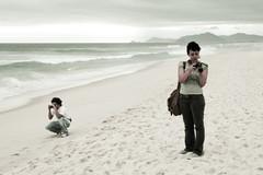 Photographers (fabiogiolito) Tags: woman man praia beach foto mulher barra homem makingof felipe marianna máquina fotógrafos encontros obesidademórbida