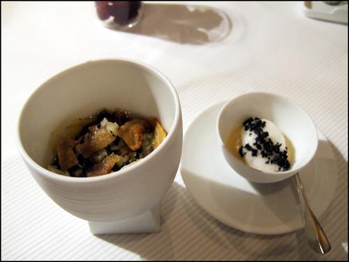 Pierre Gagnaire (Paris) - Feuilles de banane plantin, fondue d'oignons doux et salpicon de langoustine a la pomme verte