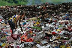 buhay_basura9 (Edwin_Martinez) Tags: poverty children garbage philippines documentary pinoy developingcountry tamron2875mm fpc dumpsite canon30d edwinmartinez