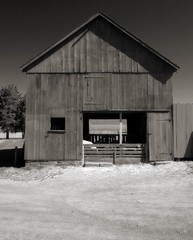 farm building (mtstradling) Tags: bw newjersey nj mercercounty fauxinfrared hopewelltownship 123nj howelllivinghistoryfarm img5039ed4