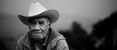 Contemplando la Vida (Luis Montemayor) Tags: portrait blancoynegro face hat mexico df savedbythedeletemegroup time retrato oldman explore sombrero anciano rostro tlalpan tiempo 235 arrugas سكس safedomino