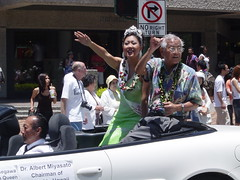 Cherry Blossom Queen (ZenzenOK) Tags: 2005 summer people woman girl smile car smiling festival japanese hawaii driving dress waikiki oahu wave convertible parade queen lei shaka honolulu miss beautyqueen zenzenok