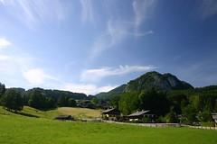 Houses in the hills (londondan) Tags: austria sterreich stgilgen sanktgilgen wolfgangsee day1 houses huser mountains berge sky himmel