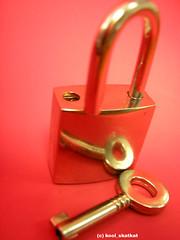 The key inside (kool_skatkat) Tags: red topv111 rouge topv555 topv333 key saveme open lock topv1111 topv999 topv444 pad happiness topv222 topv777 padlock topv666 topf10 clef topv888 parentchild ouvrir koolskatkat interestingness42 i500 jun28200542