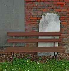 churchyard seat (Leo Reynolds) Tags: canon bench eos 350d iso100 seat churchyard 20mm f71 0ev hpexif 001sec leol30random xcheckratiox xleol30x xxx2005xxx