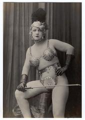 costume02-1920