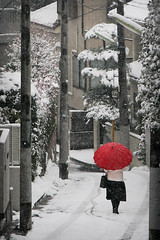 Red umbrella (Lil [Kristen Elsby]) Tags: street winter red white snow cold japan umbrella tokyo topf75 asia hill getty  snowfall topv4444 neighbourhood setagaya shimokitazawa gettyimages shimo  eastasia shimokita   setagayaku daita   shindaita   gettyimagesonflickr