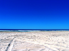 L'attesa (kenyai) Tags: ocean blue sea sky 15fav beach topv111 for sand waiting mare you blu horizon wave australia cielo fraserisland acqua spiaggia oceano sabbia attesa onda orizzonte oceania dedicatedtoyou interestingness31 i500