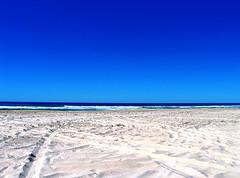 L'attesa (kenyai) Tags: ocean blue sea sky 15fav beach topv111 for sand waiting mare you blu horizon wave australia cielo fraserisland acqua spiaggia oceano sabbia attesa onda orizzonte oceania dedicatedtoyou interestingness31 i500