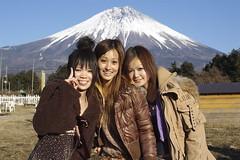Kana, Ayu, Reina in front of Fujisan