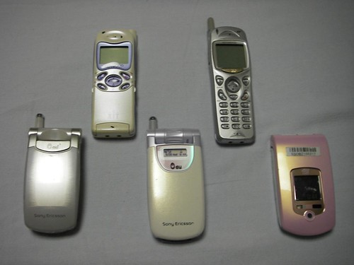 歴代のPHSと携帯電話