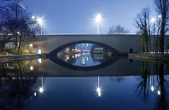 Ying Yang ;-) (ManImMac) Tags: bridge reflection water night schweiz switzerland nikon suisse nacht zurich d70s zrich zuerich reflektion letten kornhausbrcke