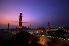 Badshahi Masjid at Night (Max Loxton) Tags: pakistan sunset beautiful architecture evening mosque pakistani yani lahore masjid mughal yasirnisar towardspakistan beautifulpakistan pakistaniphotographers pakistaniphotographer shahimasjid maxloxton pakistaniat wwwtowardspakistancom