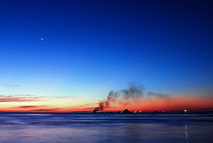 new moon (muha...) Tags: blue sunset red sea moon star bravo long colours smoke newmoon maldives muha villingili abigfave aplusphoto muhaphotos