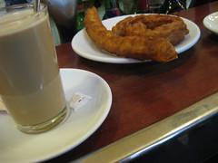 Cafe con leche con porras