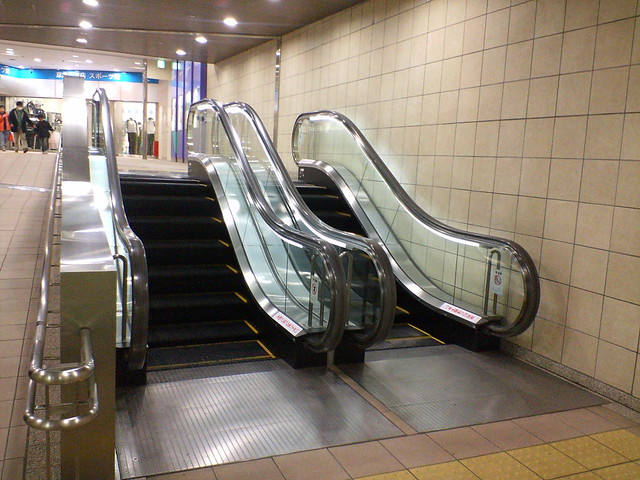 Uber-short escalator