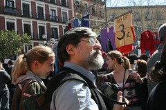 he kept turning around and taking pictures of me (P4O4E4T) Tags: madrid spain rastro