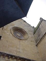 iglesia y paraguas
