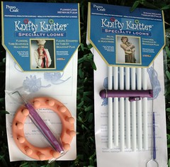 Knifty Knitter Straw and Flower Loom