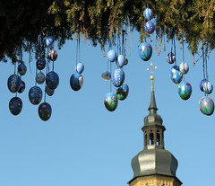 Blue Easter bells (Linda6769 (hiking)) Tags: blue sky church architecture germany easter bavaria handmade fenster painted egg decoration himmel bluesky belltower spire twig blau ostern blauerhimmel glocke osterdekoration easterdecoration schiefer osterzeit handgemacht cloudlesssky buildingdecoration osterfest badknigshofen wolkenloserhimmel grabfeld slateshingle slateshingled schiefergedeckt