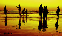 family picnic (!!sahrizvi!!) Tags: ocean pakistan sunset sea sun sunlight beach water beautiful silhouette asia dusk shore karachi seawater rizvi blueribbonwinner sahrizvi sarizvi saarc mywinners superaplus aplusphoto goldenphotographer wowiekazowie