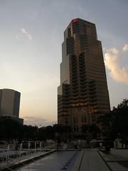 15.KLCC旁的大樓