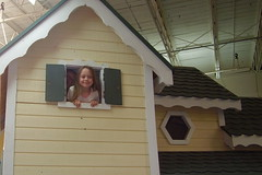 Ashlee Field Trip Playhouse 050707 web