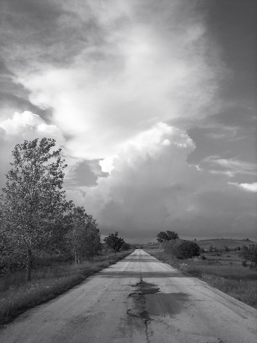 Wade From Oklahoma 拍攝的 Old Highway 11, near Avant, Oklahoma (Vertical)。
