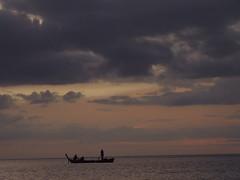 . (hn.) Tags: ocean sunset sea sky orange cloud water silhouette backlight clouds thailand boats island boot evening abend boat asia asien heiconeumeyer meer seasia soasien southeastasia sdostasien wasser sonnenuntergang dusk indianocean silhouettes himmel wolke wolken sunsets boote insel kohlanta rowing rowboat dmmerung lanta fishingboat contrejour gegenlicht andamansea kolanta rudern fischerboot rowingboat ozean ruderboot indischerozean lantaisland bamboobay bamboobeach tp0607 unalteredimagelooksbetterafteradjustments kolantaisland kohlantaisland maiphai maiphaibeach aomaipai aomaiphai maipaibeach