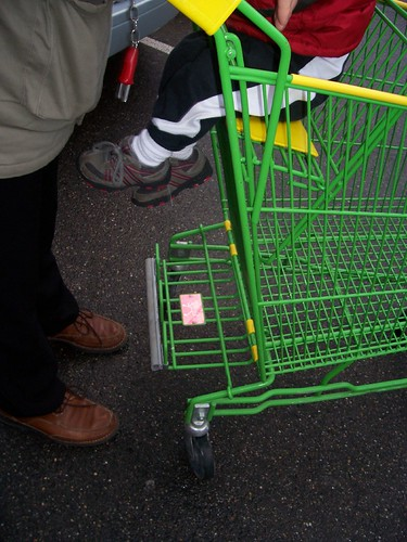 Gocery cart foot rest found in France!