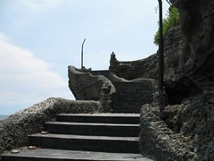 steps to the temple proper (dr.jd) Tags: bali indonesia temple tanahlot
