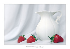 Still Life (Lensbaby 2.0) (AlexEdg) Tags: red stilllife white green lensbaby strawberry strawberries pitcher lensbabies drapery alexedg alledges handmadecyprus
