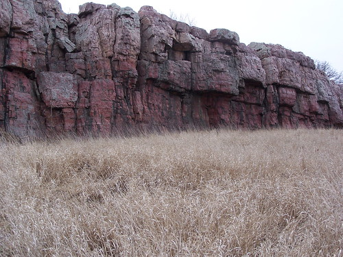 Red quartzite cliff at Blue Mounds State Park