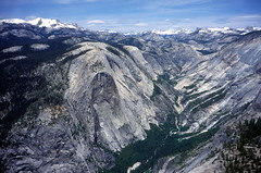 La vista desde arriba. (Mono Andes) Tags: california nationalpark halfdome 1997 yosemitenationalpark fotocumbre