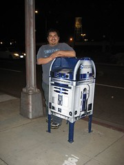 James and R2-D2 pose in front of Warner Brothers. (04/01/07)