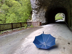 Umbrella with Nokia N95 (Amici del gioved (e della topa)) Tags: umbrella nokia branca barcis n95 nseriesphotoclub