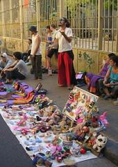 Juggling (blmurch) Tags: argentina buenosaires dolls bags juggling fleamarket streetfair streetmarket yerbamate sundayafternoonwalk ladefensa juggler