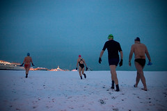 snowy swim #1 (lomokev) Tags: morning snow beach canon dark pier brighton 300d angus snowy janet swimmers canoneos eos300d brightonpier 1600asa palacepier  deletetag janetr snowyswim angusk file:name=crw7031 snowyswim2007