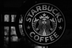 tuvimos un sirenito (jbilohaku) Tags: blackandwhite bw blancoynegro caf mxico mexico mexicocity bn starbucks cofee kafo ciudaddemxico meksikurbo meksiko blankakajnigra kafejo