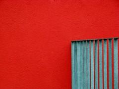 Modern architecture - Moderne Architektur - Wiesbaden (amras_de) Tags: balustrade railing fassade cladding wand wall rot red modernearchitektur modern architecture shiningred europaviertel